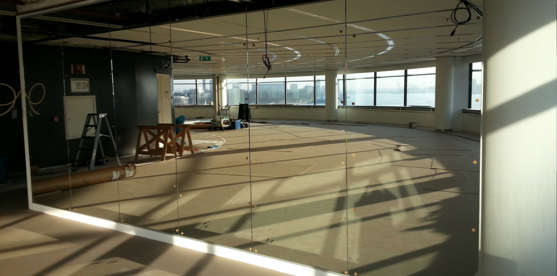 kantoor spiegelwand - glasindustrie van putten b.v.